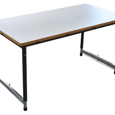 A rectangle desk that is height adjustable and perfect for collaborative and independent learning.