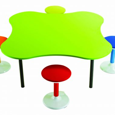 Clover table and four Tik Tok stools